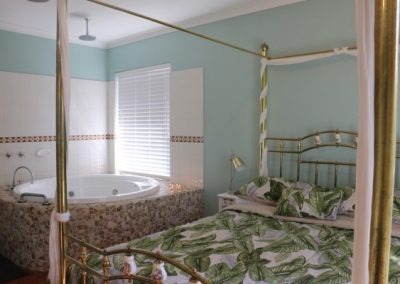 Busselton-Holiday-Home-Driftwood Main Bed 2